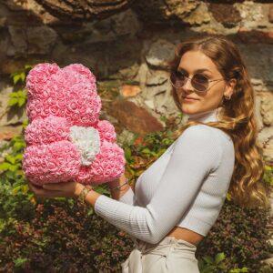 Rosenbär-aus-Rosa-Rosen-mit-weißem-Herzen-40-cm