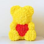 Rosenbär-aus-gelben-Rosen-mit-rotem-Herzen-40cm