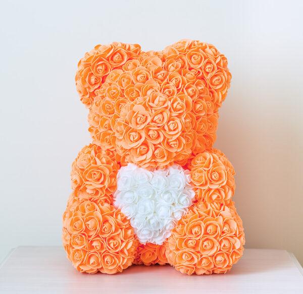 Rosenbär-aus-orangen-Rosen-mit-weißem-Herzen-40cm