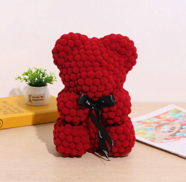 Teddybär-aus-dunkelroten-Wattebällchen-25cm