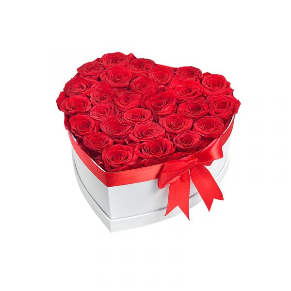 Lang-anhaltender-Strauß-aus-27-roten-Rosen-in-einer-weißen-Box-in-Herzform