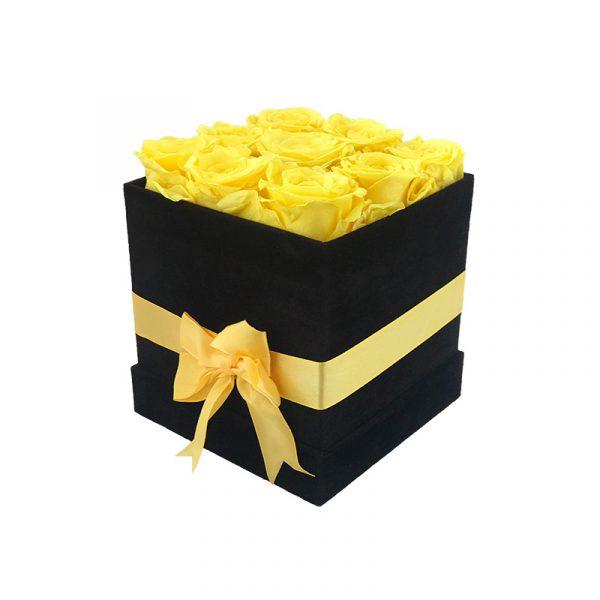 Lang-anhaltender-Strauß-aus-9-gelben-Rosen-in-einer-schwarzen-Veloursbox